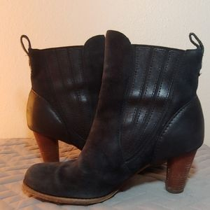 Ugg black leather suede bootie 8